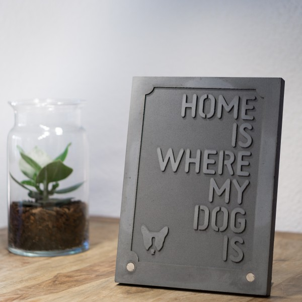 "DAS SCHILD ""HOME IS WHERE MY DOG IS"""